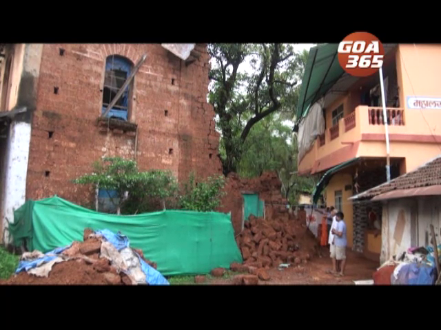 House collapses at Margao, damages another