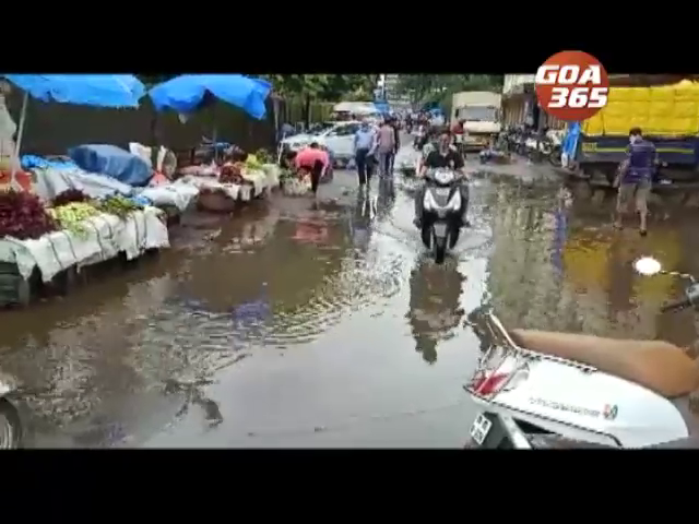 Vasco market surrounded with waste water