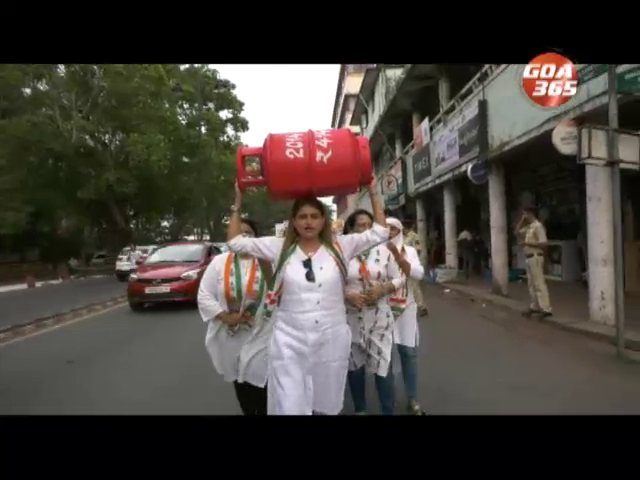 Mahila Cong protest against gas cylinder price hike