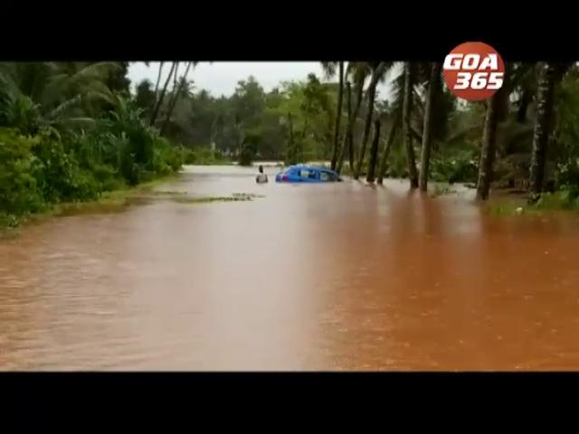 Car partially submurge in floods in Paroda, locals rescue occupants