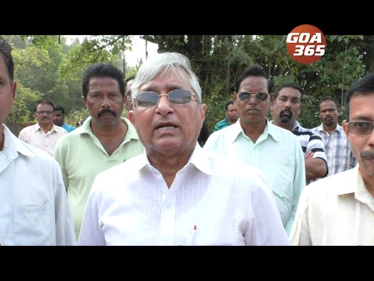 Velingkar meets laid off mining workers at Sirgao; wants Lok Sabha boycott of BJP
