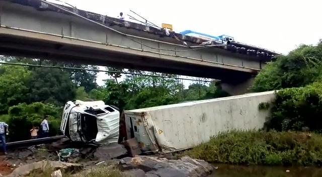Ardhafond bridge on NH17 damaged, vehicle falls down, bridge in danger