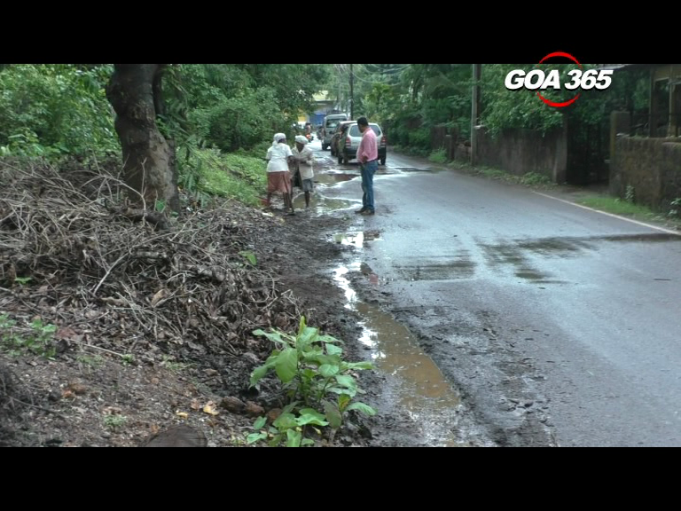 Chinchinim panchayat demands funds to clean up drains along PWD road