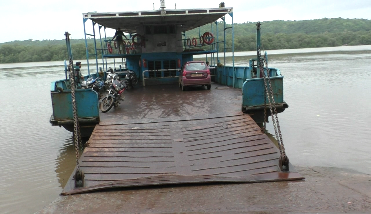 Adpai Rassai ferry damaged, wharf in dark