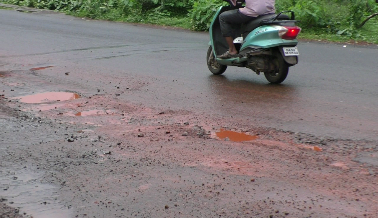 Bicholim Sankhali road totally damaged, locals demand immediate repairs