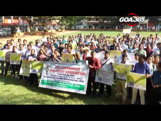 BLOs submit memorandum to Collector on demands
