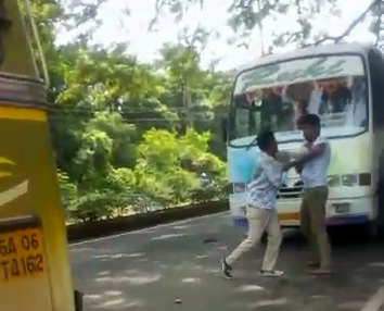 Bus conductors beat each other over passengers