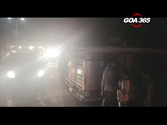 Bus overturns in freak accident at Vasco's Valles junction