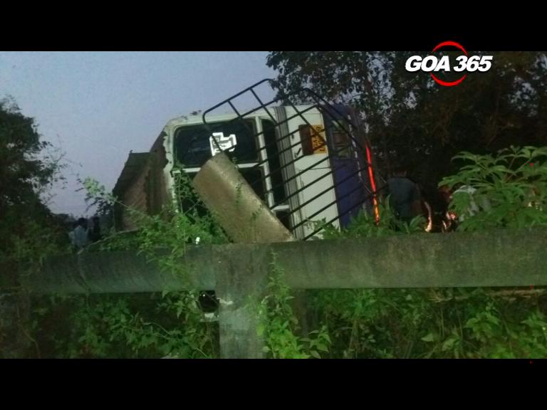 Canacona-Khola bus turns turtle, 20 injured