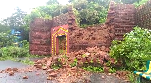 Chatrapati Shivaji memorial fort wall collapses
