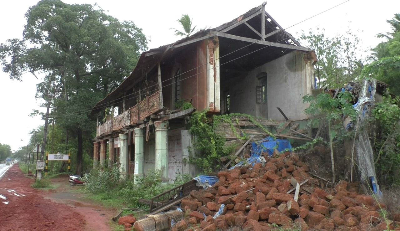 Cuncolim Municipality demands for action against the damaged old buildings