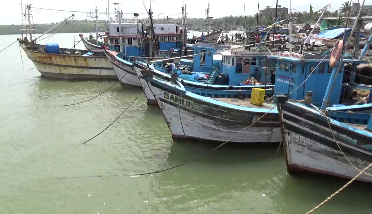 Trawler owners cross swords with Ramponkar, support fishing jetty