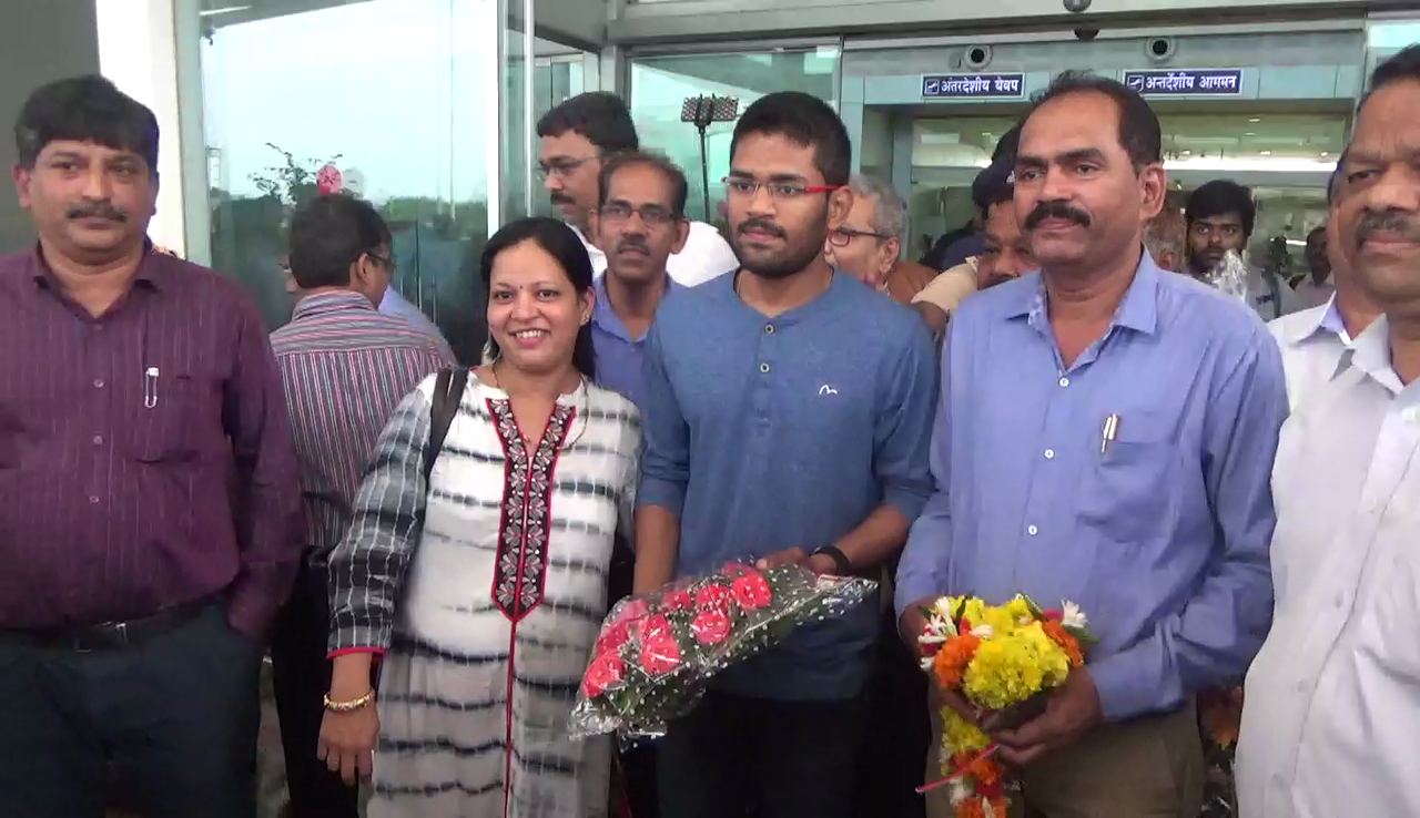 Goa's 1st Grand Master Anurag Mhamal arrives in Goa