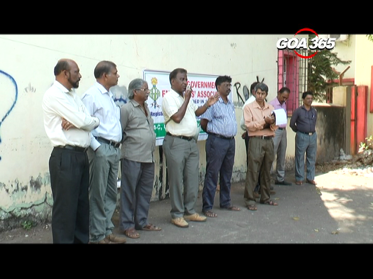 Govt employees submit memo CEO on grievances