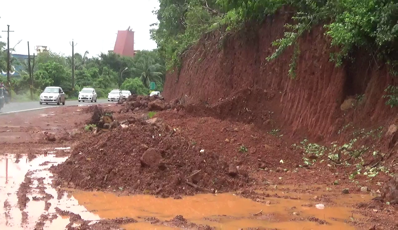 Hill cutting for road widening at Chicalim threatens landslides