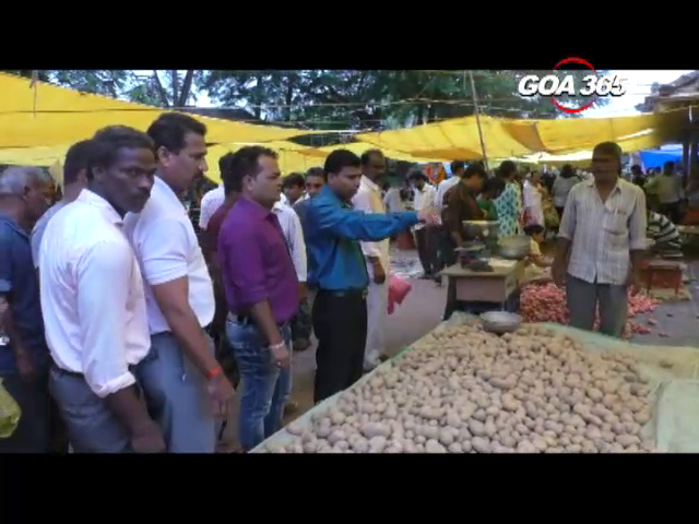 Kunkalli Municipal authorities visit market on Sunday for special anti garbage drive