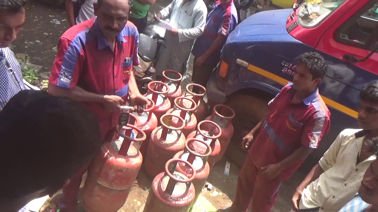 Legal Met Dept raids, seizes 3 scales misused for underfilled LPG cylinders
