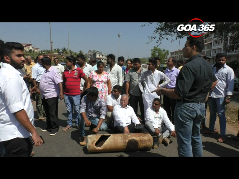 Locals block Margao road after drilling breaks water pipeline