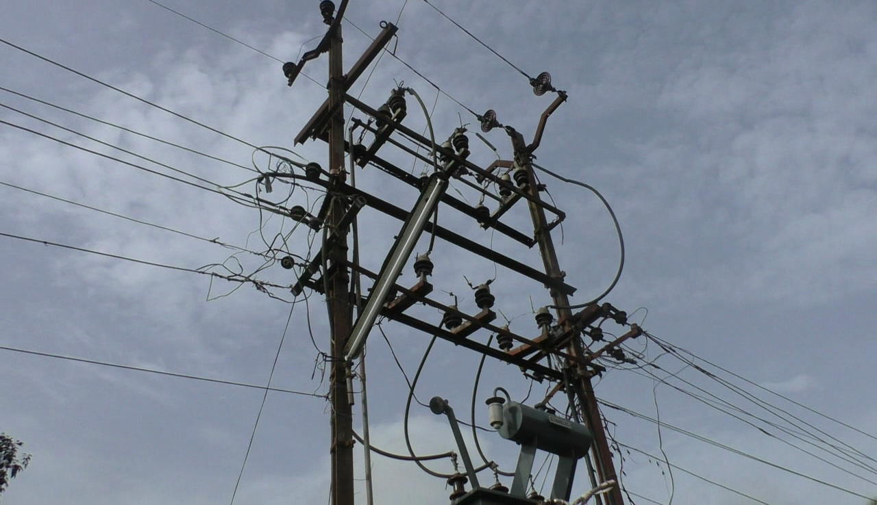 'Is electricity dept waiting for a mishap in Navelim?'