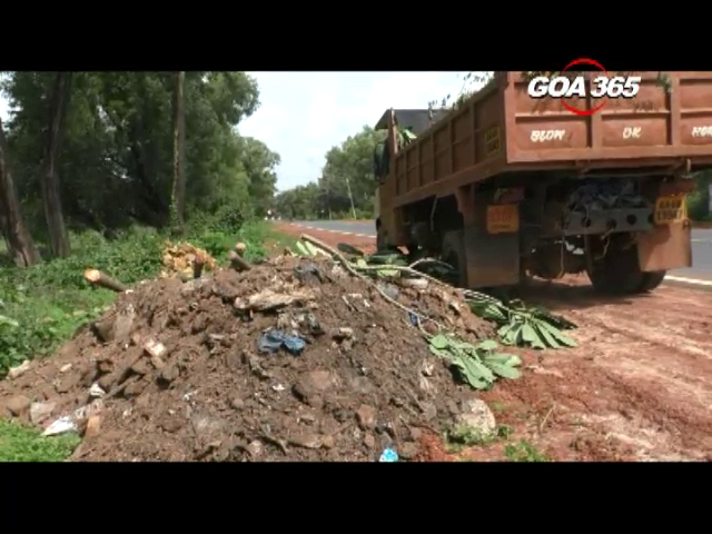 Garbage of Madgao building dumped on Cuncolim roads