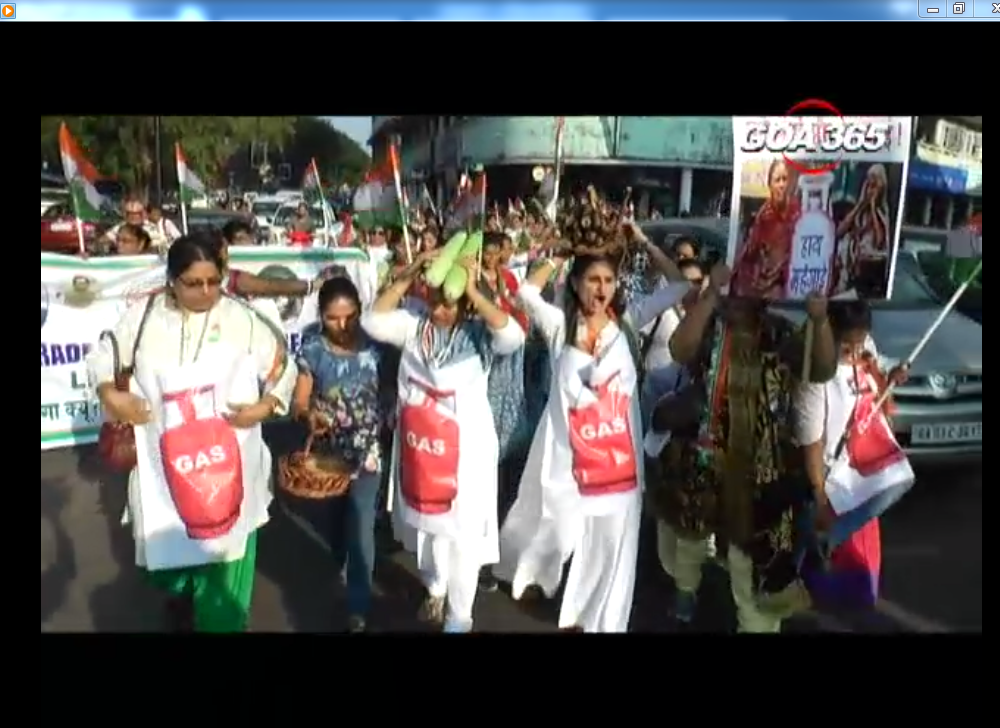 Mahila Congress protests against LPG hike