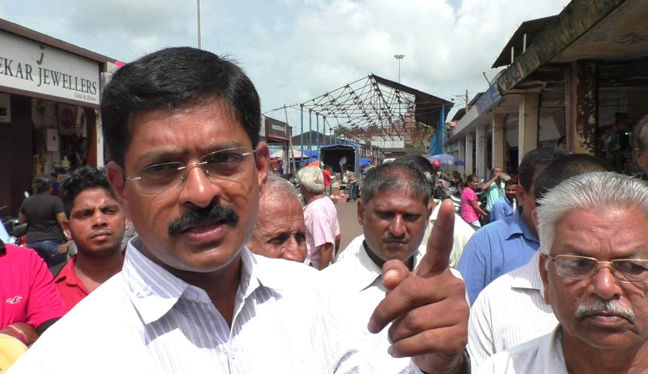 Mapusa merchants oppose locating vendors in front of their shops