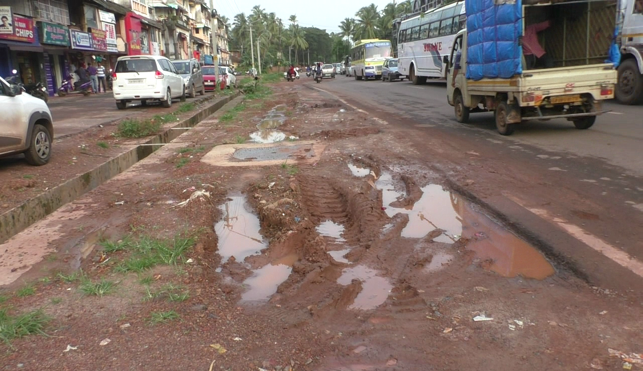 Navelim road completely damaged, requires immediate repairs