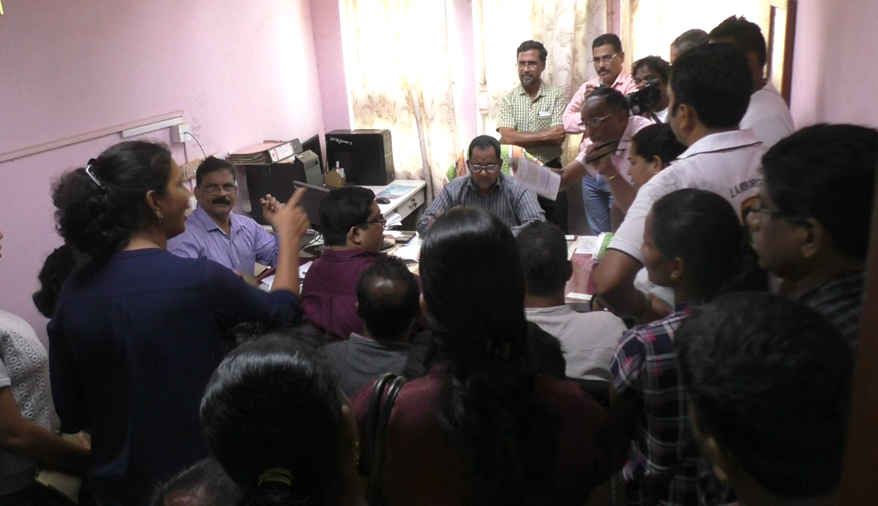 Raia residents gherao Elect Dept EE, threaten to come on streets