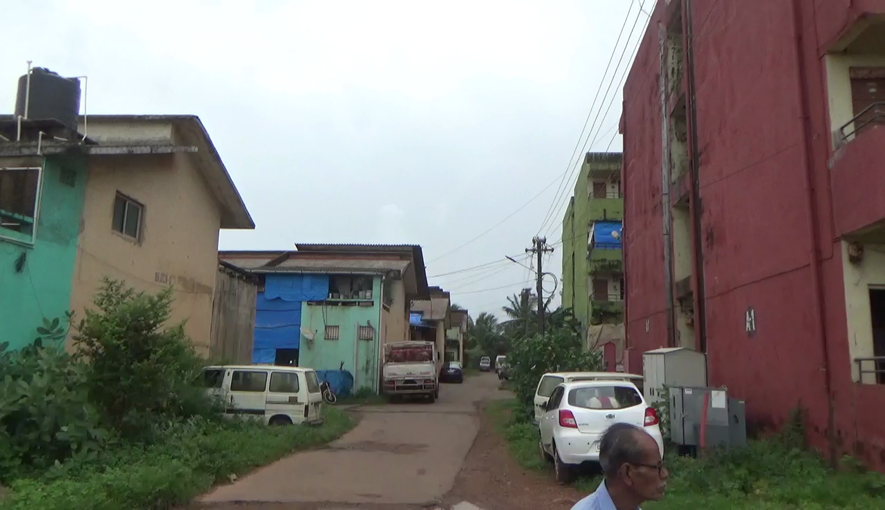 Sada GRB Colony in shambles, residents demand immediate repairs