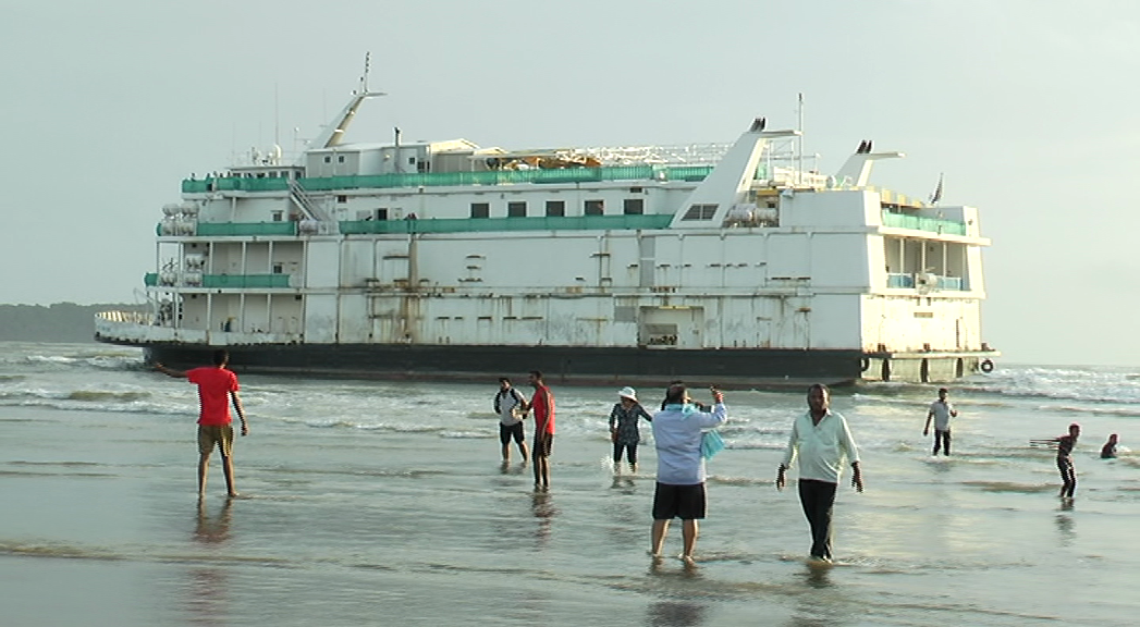Tourism Min Babu warns of legal action against grounded vessel, Cong demands inquiry