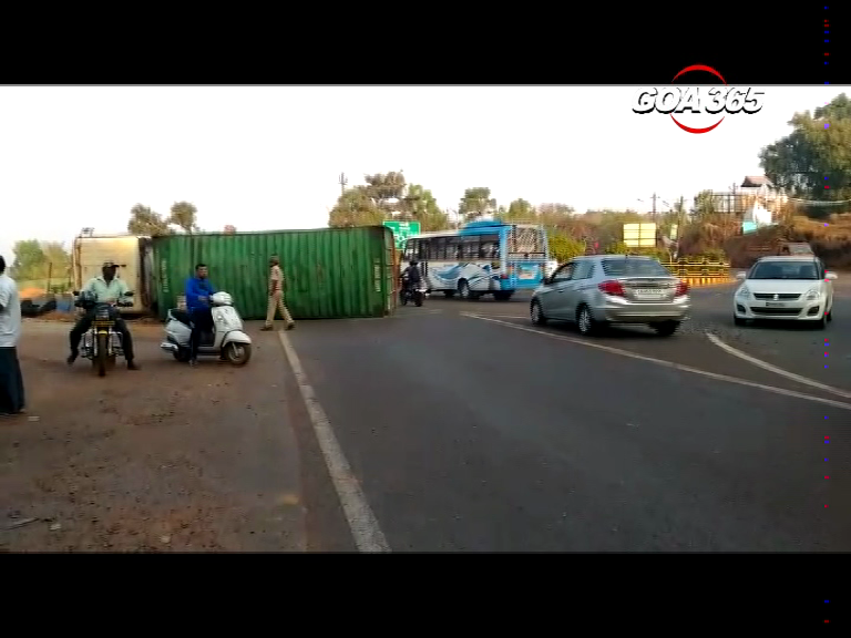 Trailer overturns at Farmagudi, driver injured