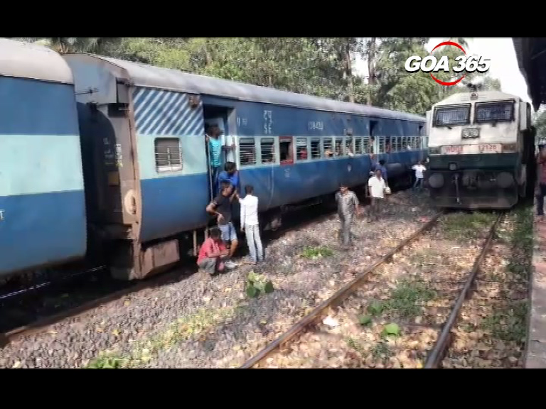 Train engine catches fire at Cansaulim