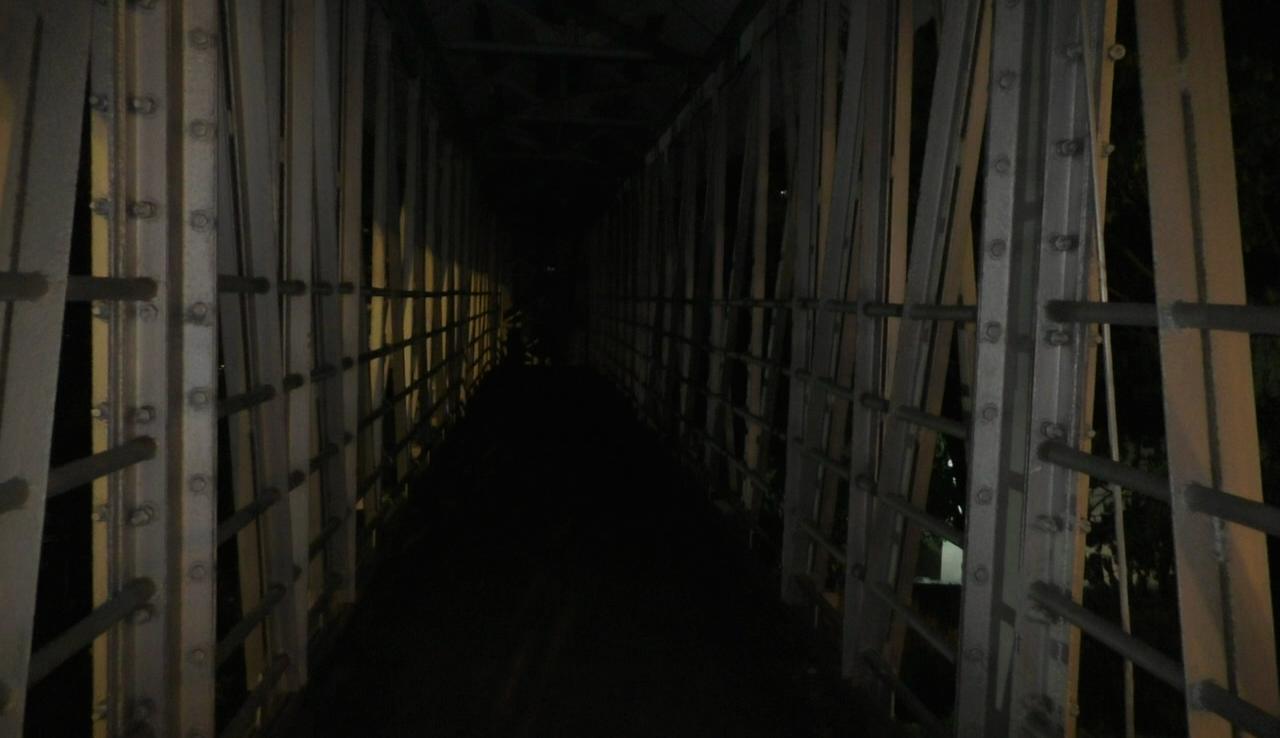 Women fear as Vasco foot overbridge remains in total darkness